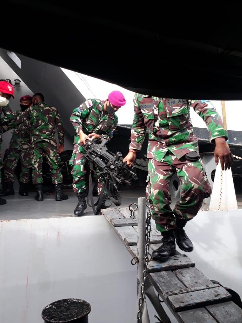 kri teluk lampung 540 dukung pasukan marinir amankan pulau