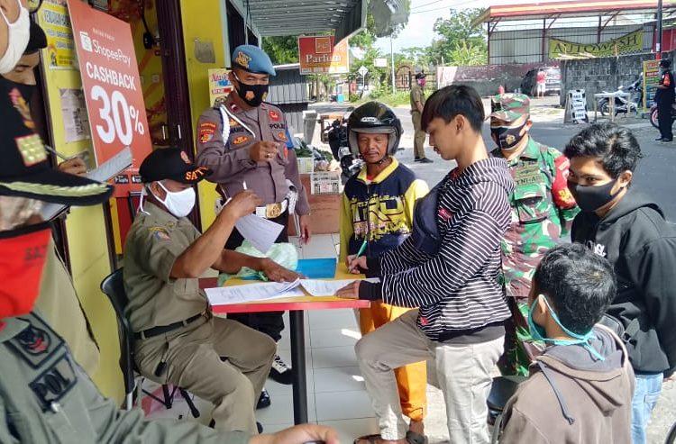 13 Orang Terjaring Razia Masker Didepan Balai Desa Caturharjo